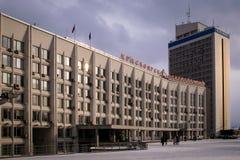 El edificio del gobierno municipal en Krasnoyarsk fotos de archivo