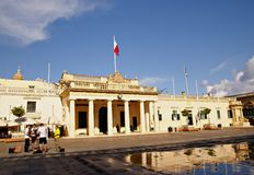 El edificio del guardia principal y la cancillería en el Pallace ajustan en La Valeta, isla de Malta Fotos de archivo