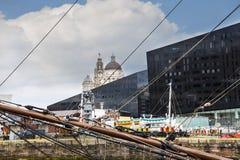 El edificio del hígado y aduanas de Albert Dock en Liverpool en Merseyside en Inglaterra Imagen de archivo