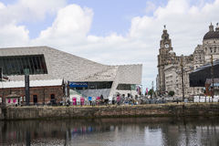 El edificio del hígado y aduanas de Albert Dock en Liverpool en Merseyside en Inglaterra Fotografía de archivo