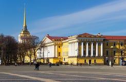 El edificio del Ministerio de marina en St Petersburg fotos de archivo