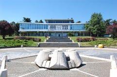 El edificio del museo de la historia yugoslava imágenes de archivo libres de regalías