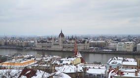 El edificio del parlamento húngaro en Budapest almacen de video