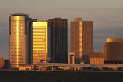El edificio del resplandor de tarde Foto de archivo libre de regalías