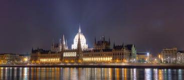 El edificio húngaro del parlamento Foto de archivo