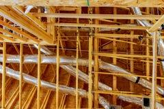 El edificio o la casa de marco con el cableado eléctrico básico Foto de archivo libre de regalías