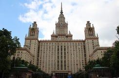 El edificio principal de la universidad de estado de Lomonosov Moscú en las colinas del gorrión Fotos de archivo