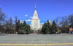 El edificio principal de la universidad de estado de Moscú Foto de archivo