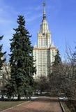 El edificio principal de la universidad de estado de Moscú Imagenes de archivo