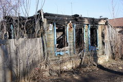 El edificio residencial quemado Fotografía de archivo libre de regalías