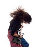 El eje de balancín de Headbanging toca la guitarra Imágenes de archivo libres de regalías