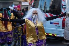El ejecutante en traje tradicional en el desfile lunar chino del Año Nuevo en París, Francia Imagenes de archivo