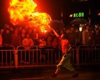 El ejecutante respira el fuego Imagen de archivo libre de regalías