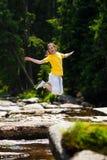 El ejecutarse de la muchacha al aire libre Imagen de archivo