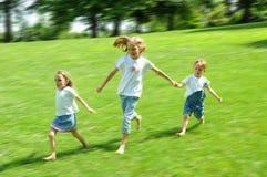 El ejecutarse de los niños Fotos de archivo