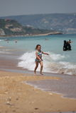 El ejecutarse en la playa Fotos de archivo libres de regalías