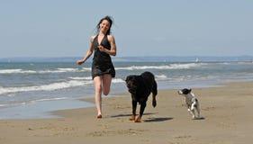 El ejecutarse en la playa Imagen de archivo