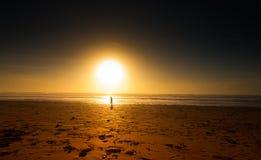 El ejecutarse en la puesta del sol Foto de archivo libre de regalías