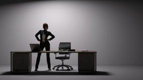 El ejecutivo de sexo femenino se coloca detrás de un escritorio grande y pega una actitud del poder ilustración del vector