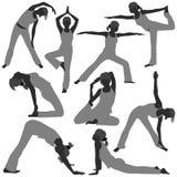 El ejercicio de la yoga de la mujer presenta sano Imagen de archivo libre de regalías