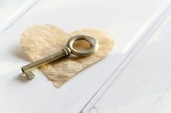 El el día de tarjeta del día de San Valentín usted consigue una llave a mi corazón Foto de archivo