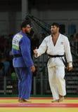 El EL Shehaby L del Islam de Judoka del egipcio rechaza sacudir las manos con el israelí Ori Sasson después de que los hombres pe Imágenes de archivo libres de regalías