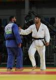 El EL Shehaby L del Islam de Judoka del egipcio rechaza sacudir las manos con el israelí Ori Sasson después de que los hombres pe Fotografía de archivo libre de regalías