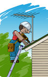 El electricista instala la antena de TV en un tejado Imagenes de archivo