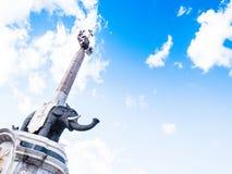 El elefante famoso con un obelisco, representando el símbolo de Catania fotos de archivo