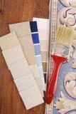 El elegir del color de la tapicería y de la pintura fotos de archivo