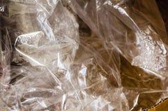 El embalaje plástico arrugado utilizó en la caja de cartón imagen de archivo libre de regalías