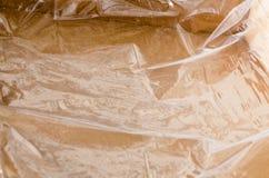 El embalaje plástico arrugado utilizó en la caja de cartón imágenes de archivo libres de regalías