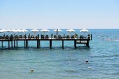 El embarcadero cerca de la playa Fotografía de archivo libre de regalías