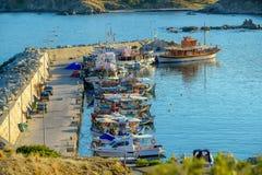 el embarcadero con un sistema de la pesca envía, Grecia fotografía de archivo libre de regalías