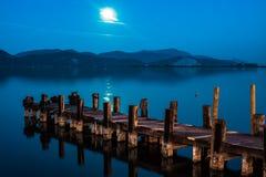 El embarcadero en el lago Massaciuccoli foto de archivo libre de regalías