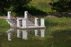 El embarcadero en el lago fotos de archivo