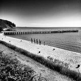 El embarcadero Mirada artística en blanco y negro foto de archivo