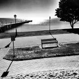 El embarcadero Mirada artística en blanco y negro Imagen de archivo