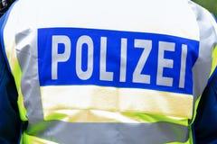 El emblema alemán de la policía weared por un oficial imágenes de archivo libres de regalías