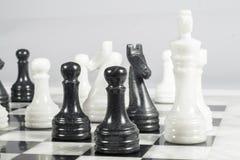 El empeño negro da jaque mate al rey blanco Foto de archivo libre de regalías