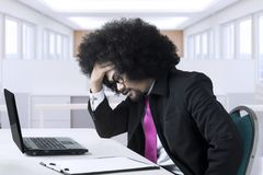 El empresario africano tiene un problema Fotos de archivo