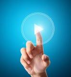El empujar manualmente en un interfaz de la pantalla táctil Imagen de archivo libre de regalías