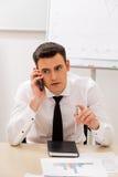 El encargado trabaja en la oficina Foto de archivo