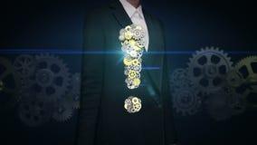 El engranaje del golpecito de la empresaria, los engranajes de oro de acero que hacen la marca de exclamación forma ilustración del vector