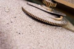 El engranaje rueda adentro la arena Fotografía de archivo libre de regalías