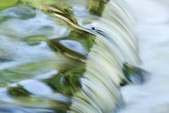 El enlace cae cascada del verano fotografía de archivo