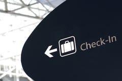 El enregistramiento firma adentro el aeropuerto Imagenes de archivo