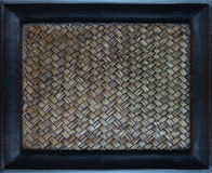 El entrelazar del zigzag de la textura de bambú de la armadura de la artesanía Imagen de archivo
