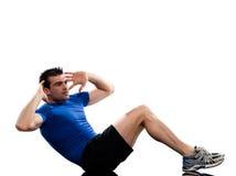El entrenamiento de los ejercicios de Abdominals del hombre empuja hacia arriba postura Foto de archivo