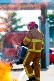 El entrenamiento del bombero bombero Imagenes de archivo